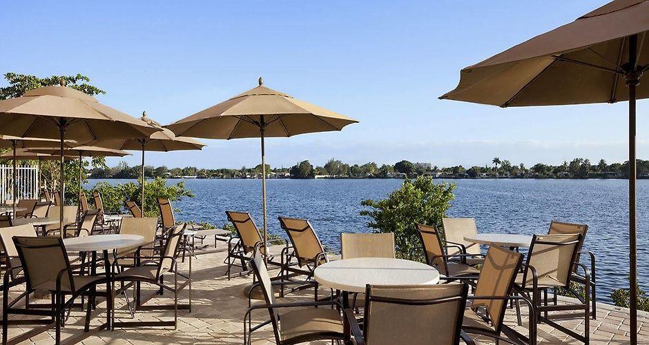 cambria hotel miami airport blue lagoon miami. Black Bedroom Furniture Sets. Home Design Ideas